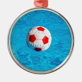 Ornamento De Metal Bola de praia que flutua na piscina azul