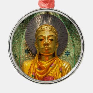 Ornamento De Metal Buddha dourado no templo