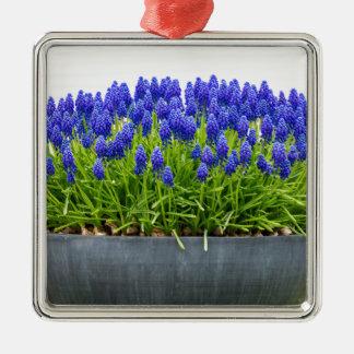 Ornamento De Metal Caixa cinzenta da flor do metal com os jacintos de