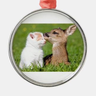 Ornamento De Metal Cervos do bebê e afago do gatinho