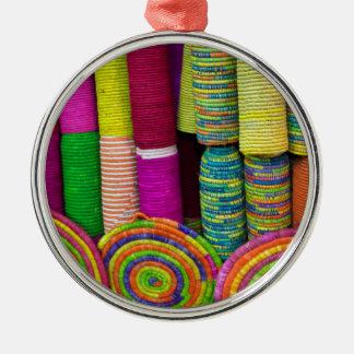 Ornamento De Metal Cestas coloridas no mercado