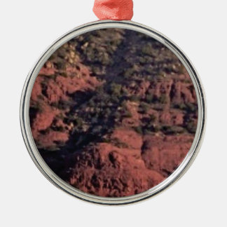 Ornamento De Metal colisões e protuberâncias na rocha vermelha