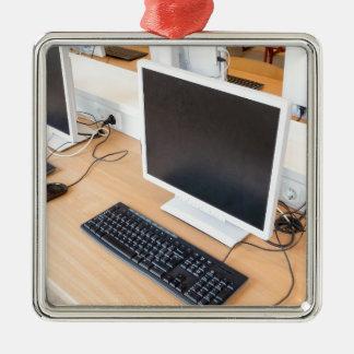 Ornamento De Metal Computador de secretária na classe do computador