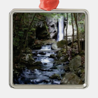 Ornamento De Metal córrego silencioso na floresta