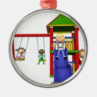 Ornamento De Metal Crianças dos desenhos animados em um campo de