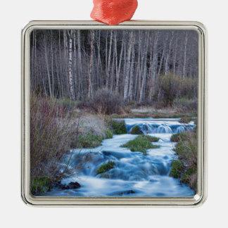 Ornamento De Metal Derretimento do primavera fora do fluxo para baixo