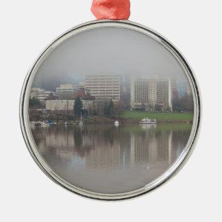 Ornamento De Metal Dia nevoento ao longo do panorama de Portland OU