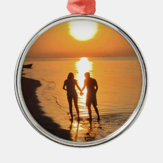 Ornamento De Metal Dois amantes no nascer do sol