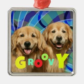 Ornamento De Metal Dois Groovy psicadélicos dos cães retros do golden