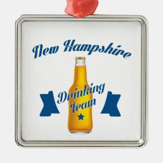 Ornamento De Metal Equipe do bebendo de New Hampshire