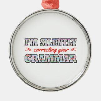 Ornamento De Metal Eu estou corrigindo silenciosamente sua gramática
