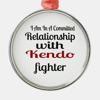 Ornamento De Metal Eu estou em uma relação cometida com Kendo Fighte