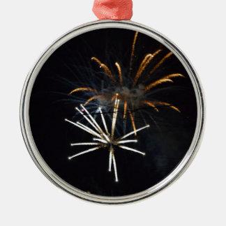 Ornamento De Metal fireworks.JPG