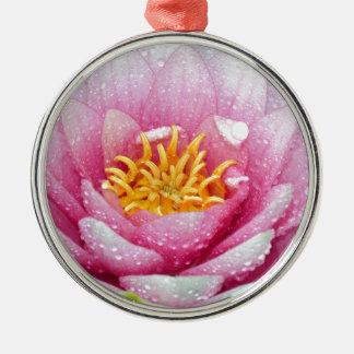 Ornamento De Metal Flor cor-de-rosa do lírio de água