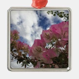 Ornamento De Metal flores cor-de-rosa contra um céu azul