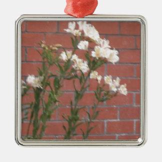 Ornamento De Metal Flores no tijolo