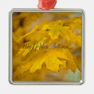 Ornamento De Metal Folhas de bordo amarelas do outono. Adicione-o