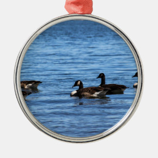 Ornamento De Metal Gansos no lago