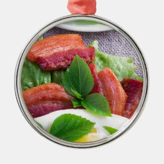 Ornamento De Metal Gema, bacon fritado, ervas e fim-acima da alface