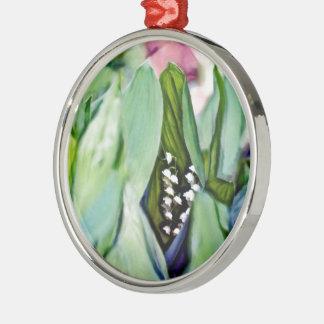Ornamento De Metal Lírio das flores do vale escondidas nas folhas