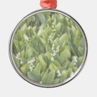 Ornamento De Metal Lírio do remendo da flor do vale na névoa
