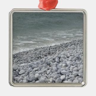 Ornamento De Metal Litoral da praia em um dia nebuloso no verão