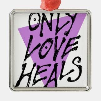 ORNAMENTO DE METAL LOVES-HEAL