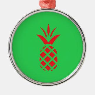 Ornamento De Metal Maçã do pinho vermelho no verde