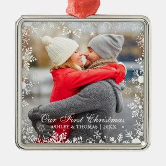 Ornamento De Metal Nossa primeira beira do floco de neve do casal do