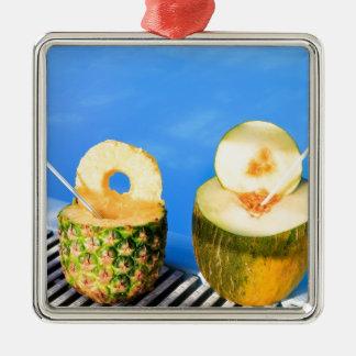 Ornamento De Metal O abacaxi e o melão frutificam com palhas na
