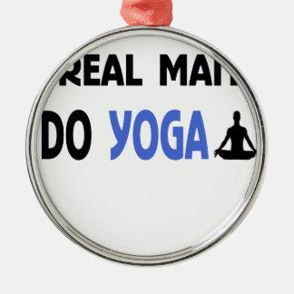 Ornamento De Metal o homem real faz a ioga