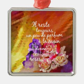 Ornamento De Metal O perfume dos rosas ainda permanece na mão