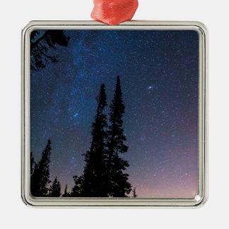 Ornamento De Metal Obtenção perdido em um céu nocturno