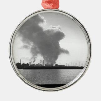 Ornamento De Metal Paisagem industrial ao longo da costa