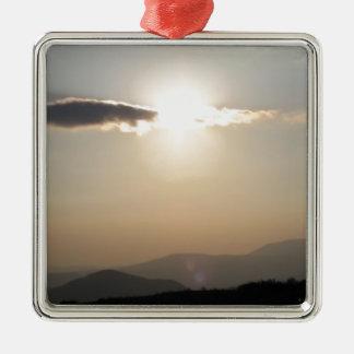 Ornamento De Metal Por do sol sobre montanhas