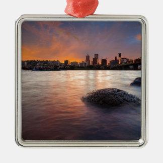 Ornamento De Metal Portland OU skyline ao longo do por do sol do rio
