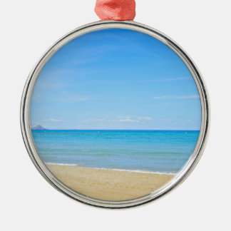 Ornamento De Metal Sandy Beach e mar Mediterrâneo azul