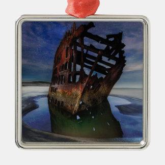 Ornamento De Metal Shipwreck de Peter Iredale sob o céu nocturno