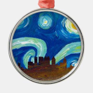 Ornamento De Metal Silhueta da skyline de Atlanta com noite estrelado
