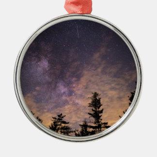 Ornamento De Metal Silhueta das árvores na noite