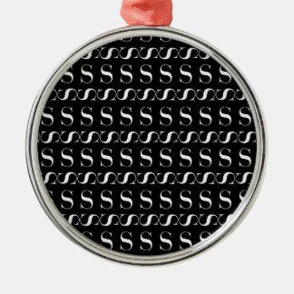 Ornamento De Metal Teste padrão inicial do monograma, letra S no