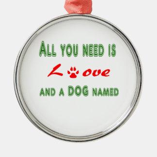 Ornamento De Metal Tudo que você precisa é amor e um cão nomeado…