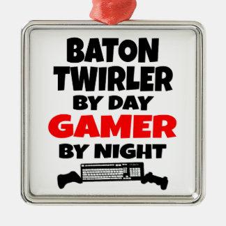 Ornamento De Metal Twirler de bastão pelo Gamer do dia em a noite