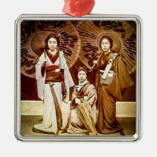 Ornamento De Metal Um trio da gueixa japonesa no 芸者 velho do vintage