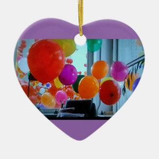 Ornamento do coração de balões do partido