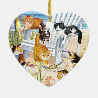 Ornamento do coração dos gatinhos da praia