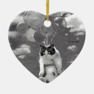Ornamento do coração: Vôo engraçado do gato com