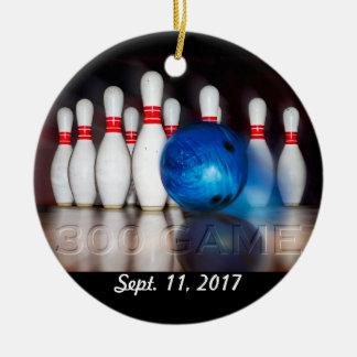 Ornamento do jogo dos pinos e da bola 300