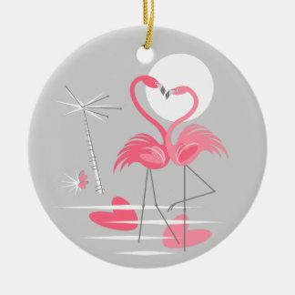 Ornamento do texto do amor do flamingo redondo