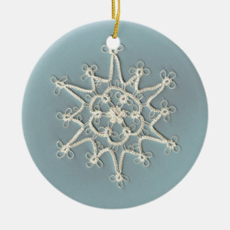 Ornamento Handmade delicado do floco de neve de